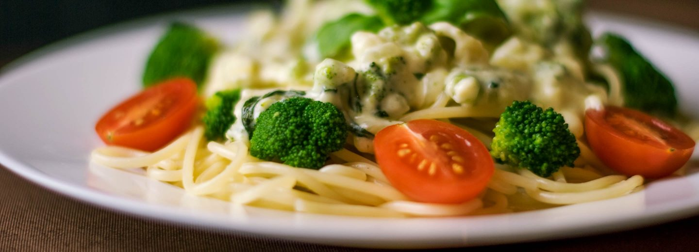 Pasta dish with broccoli and tomatoes